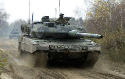 Holland_Leopard_2A6.jpg