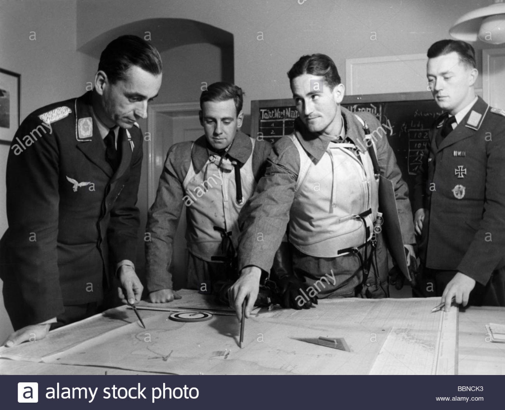 DDRevents-second-world-war-wwii-aerial-warfare-persons-pilots-of-a-german-BBNCK3.jpg
